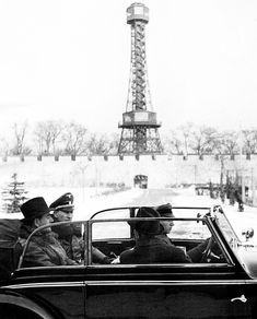 Reinhard Heydrich and Albert Speer on a cabriolet staff car in Prague, Czechoslovakia, 1941 Nuremberg Trials, Germany Ww2, Ww2 History, War Dogs, The Third Reich, Second World, World War Two, Wwii, Paris Skyline