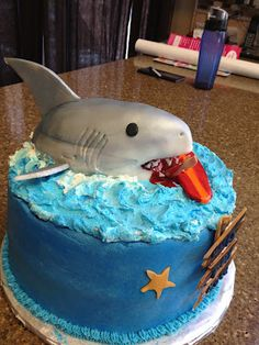 Shark cake (attacking Justin Bieber on a surf board. Shark Birthday Cakes, 3rd Birthday, Birthday Parties, Birthday Stuff, Birthday Ideas, Surf Cake, Nautical Cake, Just Cakes, Cupcake Cakes
