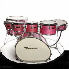 A Trixon Speedfire (as well as the conical Trixon Telstar) is on my wish list. I already own one pink sparkle drumset. A second one with a melted egg bass drum would be awesome! Music Items, Music Stuff, Drums Beats, Vintage Drums, Drumline, Guitar Collection, Drum Kits, Musical Instruments, Cool Stuff