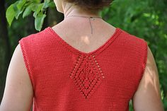 I love this little back detail (same thing done on v-neck front)
