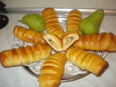 Pariziene cu pere - Galerie foto Ethnic Recipes, Food, Sweets, Essen, Meals, Yemek, Eten