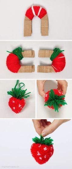 Erdbeere aus aus Woll Pompons