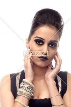 fashionable indian female fashion model. - Fashionable indian female fashion model looking at camera, Model: Kiran Bahugun