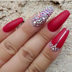 Check out our amazing collection of glitter ombre nails to get inspired. We will also show you all the latest trends in the world of manicure. Nail Designs Pictures, Red Nail Designs, Cute Nails, Pretty Nails, Hair And Nails, My Nails, Graduation Nails, Wedding Nails Design, Birthday Nails