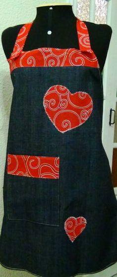 Avental corpo inteiro em jeans de algodão. Alça e detalhes em chita de algodão. Bordado de aplicação a mão. Com bolso. Super prático. R$60,00 Sewing Ruffles, Denim Jumper, Couture, Recycling, Smocking, Pot Holders, Needlework, Apron, Sewing Projects