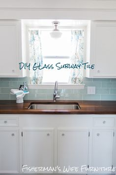 Coastal Kitchen Makeover Hometalk :: DIY Coastal Kitchen Makeover - could I live with a sea glass colored backsplash?Hometalk :: DIY Coastal Kitchen Makeover - could I live with a sea glass colored backsplash? House Of Turquoise, Turquoise Kitchen, Turquoise Glass, Cocina Diy, Glass Tile Backsplash, Backsplash Ideas, Beadboard Backsplash, Herringbone Backsplash, How To Tile Backsplash