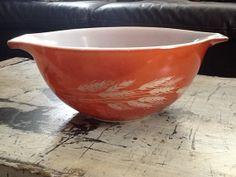 Happy shiny vintage pyrex bowl. Harvest Wheat. by amosNamy on Etsy, $9.00