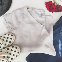 3 for $13🌷H & M Ruffle Top✨ Bundle this item with TWO other items with equal or less value and get them all for only $13!!!! Perfect condition. Womens size 4 equivalent to an xs-small. Please make reasonable offers! H&M Tops Blouses