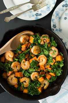 Sweet potato, Kale and Shrimp skillet - This Sweet Potato, Kale and Shrimp Skillet only requires 4-ingredient and it's gluten-free, low-carb, paleo and super easy to make!