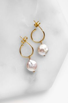 Natural pearl earrings in gold plated or sterling silver! You can even swap the pearls with other charms to create a new look! Browse our website to see what you can create! Shop yours now with fast shipping xx