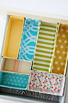 Great budget DIY project for making drawer dividers out of cereal boxes! A cheap, easy and decorative way to keep your drawers more organised in any room of the house/getting organized/ Organizar Closet, Diy Rangement, Diy Casa, Ideas Para Organizar, Ideas Geniales, Storage Organization, Diy Storage, Organizing Drawers, Drawer Storage
