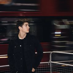 Tweets con contenido multimedia de manu rios (@manuriosfdez) | Twitter Manu Rios, Androgynous Fashion, Perfect People, Tumblr Girls, Aesthetic Fashion, Male Beauty, Handsome Boys, Pretty Boys, Hot Guys