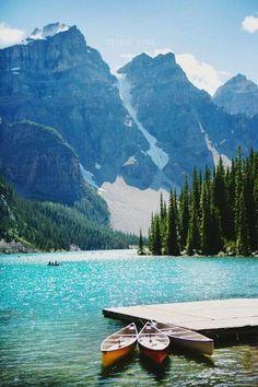 차가운 Travel great outdoors: Moraine Lake, Canada