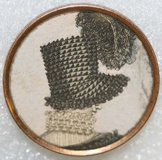 ca 1790 button with image (possibly on paper) under glass and set in metal… Fancy Buttons, Silver Buttons, Vintage Buttons, Button Art, Button Crafts, Regency Era, Sewing A Button, Memento Mori, Art Object