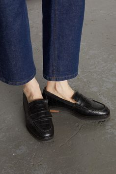 A modern take on the classic loafer, the Rhea is designed in a luxurious croc embossed leather and has a comfy, chunky sole. Featuring beautiful stitch detailing on the front, pair with tailored trousers for an androgynous workwear look. Black Brogues, Leather Loafers, Loafers Men, Tailored Trousers, Knitted Gloves, We Wear, Crocs, Oxford Shoes, Dress Shoes