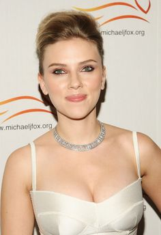 Scarlett Johansson Photos - Actress Scarlett Johansson attends The A Funny Thing Happened on the Way to Cure Parkinson's benefit for the Michael J. Fox Foundation at the Sheraton New York Hotel and Towers on November 5, 2008 in New York City. - A Funny Thing Happened On The Way To Cure Parkinson's Benefit