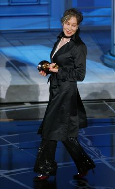 """Milena Canonero accepts the Oscar for best costume design for the film """"The Grand Budapest Hotel"""" at the 87th Academy Awards in Hollywood, California February 22, 2015. REUTERS/Mike Blake (UNITED STATES TAGS:ENTERTAINMENT) (OSCARS-SHOW)"""