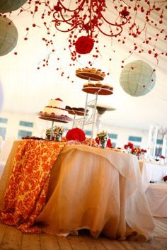 table-a-gateau-mariage-blanche-rouge