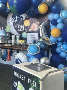 Get ready for galaxy party balloon decoration ideas that would leave your speechless. Filled with colors and a theme of galaxy balloon joyrides, you do not want to miss these ideas for your next galaxy-themed birthday party decorations. Boys First Birthday Party Ideas, 1st Boy Birthday, Boy Birthday Parties, Moon Party, First Birthdays, Baby Shower, Outer Space Party, Space Theme, Space Travel
