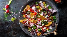 Kosemat på sitt beste! Sprø chips toppet med hjemmelaget salsa. Nachos, Bruschetta, Vegetable Pizza, Salsa, Chips, Vegetables, Ethnic Recipes, Food, Potato Chip
