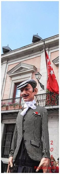 Pasacalle of giants and big heads in the Plaza de La Villa. Festivals of San Isidro