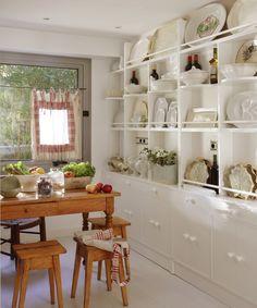 blog Achados de Decoração: combinação perfeita de mesa rústica com armários brancos