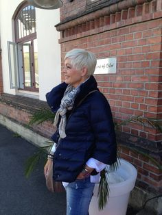 Mathildes verden: På innkjøp hos Line of Oslo Over 60 Fashion, Over 50 Womens Fashion, Fashion Over 50, Love Fashion, Fashion Outfits, Short Grey Hair, Short Hair Styles, Chic Over 50, 50 And Fabulous