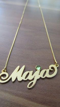 Verižica z imenom Maja z zelenim cikronom http://bromelia.si/zenski-nakit/ogrlice/ogrlice-z-imenom