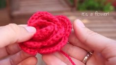 Hi there!  My mom and my sister are left handed, are you too? Then this is your tutorial :) In this video I show you how to crochet a flower (a rose indeed) and I've edited so my mom, my  sister and you can follow it ^_^ This pattern is so easy and yet so beautiful! I hope you like it! Please leave any comment, like and share if you enjoy it :)  I've edited and recorded the tutorial myself, except for the cover images that were filmed by Tomas Ybarra (tomasybarra.com) and the cover music…