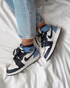 Cute Nike Shoes, Cute Nikes, Nike Air Shoes, Shoes Jordans, Converse Shoes, Tods Sneakers, Cute Sneakers, Sneakers Fashion, Jordan Sneakers
