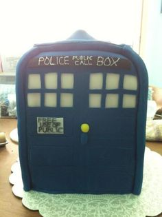TARDIS Cake  paranoiadestroyah:    Uploaded with permission by the cake decorator herself!