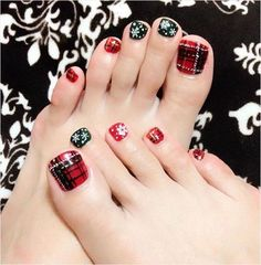 30 Best and Easy Christmas Toe Nail Designs | Christmas Celebrations