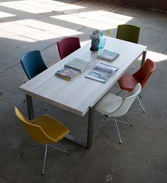 Tafel Alef | Stoel Rho Spin, opvallend aan eetkamerstoel Rho van Bert Plantagie is het spinframe dat de stoel een lichte retro-uitstraling geeft. Dit aparte frame wordt gecombineerd met een strak en elegant vormgegeven kuip. Behalve dit bijzonder ontwerp heeft de Rho een goed zitcomfort. In dezelfde serie zijn er Rho met sledeonderstel en Rho freischwinger. http://www.gilsingwonen.nl/merken/bert-plantagie