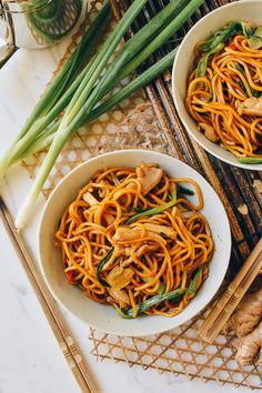 Ginger Scallion Hokkien Noodles - The Woks of Life Hokkien Noodles Recipe, Fried Egg On Toast, Healthy Dinner Recipes, Cooking Recipes, Veggie Recipes, Vegetarian Recipes, Asian Recipes, Ethnic Recipes, Chinese Recipes
