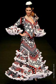 Lina Costuras...beautiful! Folk Costume, Costumes, Edwardian Dress, Folk Dance, Ranch Style, Only Fashion, Fashion Prints, Culture, Flamenco Dresses