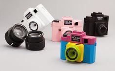 A câmera Holga Digital vem em quatro opções de cores: preta, branca, rosa e multicolorida