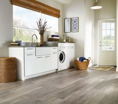 Learn more about Armstrong Limed Oak - Chateau Gray and order a sample or find a flooring store near you.