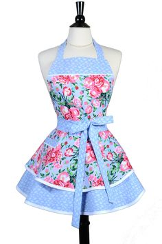 Ruffled Retro Apron – Sexy Periwinkle Pink Floral Kitchen Apron with Pocket Ruffled Retro Apron – Sexy Periwinkle Pink Floral Kitchen Apron with Pocket,Nähen Womens Ruffled Retro Apron in Periwinkle Purple Lavender Floral Kitchen. Retro Apron Patterns, Sewing Patterns Free, Vintage Patterns, Ruffle Apron, Cute Aprons, Sewing Aprons, Apron Designs, Apron Pockets, Kitchen Aprons