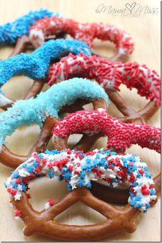 Patriotic Dipped Pretzels. http://www.mamamiss.com/2012/07/03/eats-patriotic-dipped-pretzels/ Summer Snacks, Summer Fun, Summer Parties, Summer Treats, Happy Birthday America, Pretzel Sticks, Pretzel Dip, Pretzel Rods, Fourth Of July