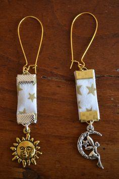Boucles d'oreille avec du tissu Liberty à étoiles dorées : Boucles d'oreille par les-perles-de-eihpos