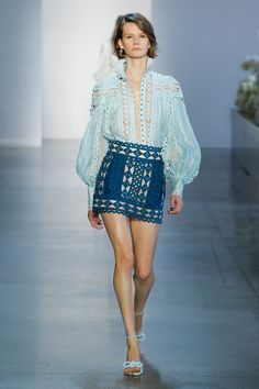 See all the Collection photos from Zimmermann Spring/Summer 2019 Ready-To-Wear now on British Vogue Fashion Week, New York Fashion, Runway Fashion, High Fashion, Vogue, Australian Fashion Designers, Style Haute Couture, Fashion Show Collection, Spring Summer Fashion