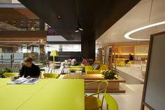 同じ面積にできるだけ多くの人を詰め込む方式の考えとはまったく違い、社員が働くオフィスの環境を整備することによって生産性をアップさせたり、あるいは魅力的なオフィスにすることによって「ここで働きたい!