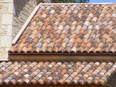 The main advantage of clay roofing is its durability. It can lasts easily for more than hundred years. Spanish Style Homes, Spanish House, Spanish Tile Roof, Solar, Contemporary Building, Clay Tiles, Roof Tiles, New Home Designs, Mediterranean Style