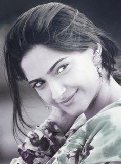 Sonam Kapoor-Cute Smile