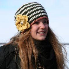 Heklet lue med blomst - Happy Knitting AS Beanie, Knitting, Happy, How To Make, Fashion, Threading, Moda, Tricot, Fashion Styles