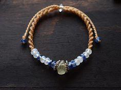 天然石ブレスレット Macrame Jewelry, Macrame Bracelets, British Country, Micro Macrame, Berry, Knots, Jewelery, Bohemian, Diy Crafts