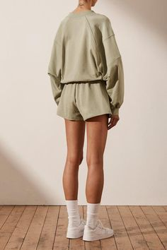 Minimal Outfit, Minimal Fashion, Sj Logo, Summer Outfits, Cute Outfits, Woman Silhouette, Mens Activewear, Sweater And Shorts, Bat Wings