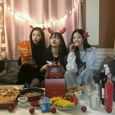 Y/n + y/n's bffs Mode Ulzzang, Ulzzang Korean Girl, Ulzzang Couple, Bff Pictures, Best Friend Pictures, Friends Korean, Ulzzang Girl Fashion, Foto Best Friend, Girl Friendship