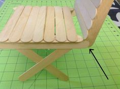 This DIY American Girl doll chair will teach you to make doll chairs in no time. You just need a few popsicle sticks and a glue gun to make one. American Girl Doll Room, American Girl Furniture, American Girl Crafts, American Girls, Diy Ag Dolls, Ag Doll Crafts, Diy Doll, American Girl Accessories, Doll Furniture
