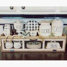 ✔ 86 pretty farmhouse kitchen makeover design ideas on a budget 18 « Dekoration Garden Woody Packer Farmhouse Kitchen Decor, Kitchen Redo, Country Kitchen, Kitchen And Bath, Kitchen Remodel, Kitchen Dining, Farm House Kitchen Ideas, Kitchen Tips, House Ideas